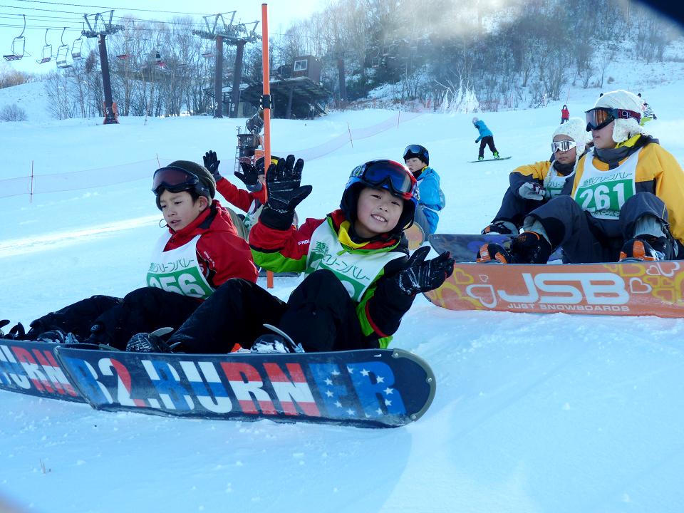 【初級・中級】冬休み・蓼科スノーキャンプ(雪遊びとスノーボードコース)