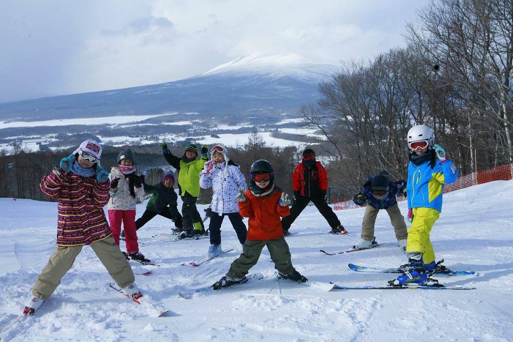 【春休み・3泊4日・初中級】北海道・函館七飯スキーキャンプ(SAJスキーバッジテスト付き)